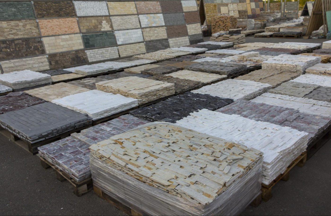 鉄板焼き店の壁材、床材