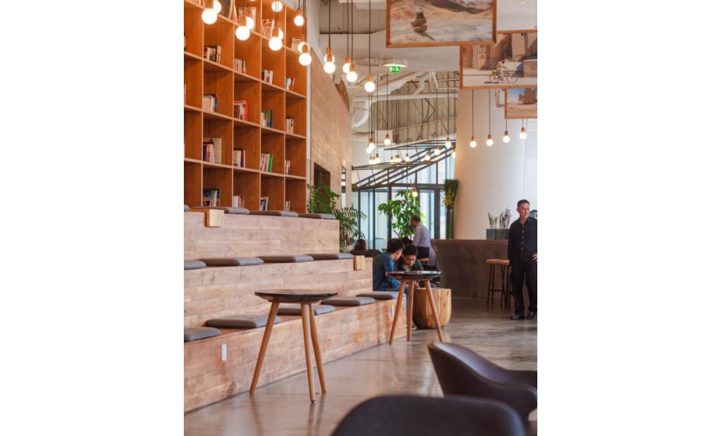 オフィス併設のカフェ