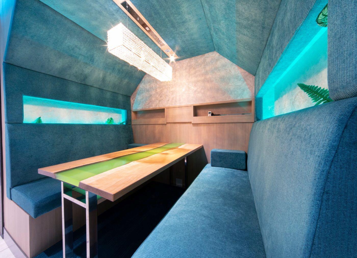個室のような商談スペース