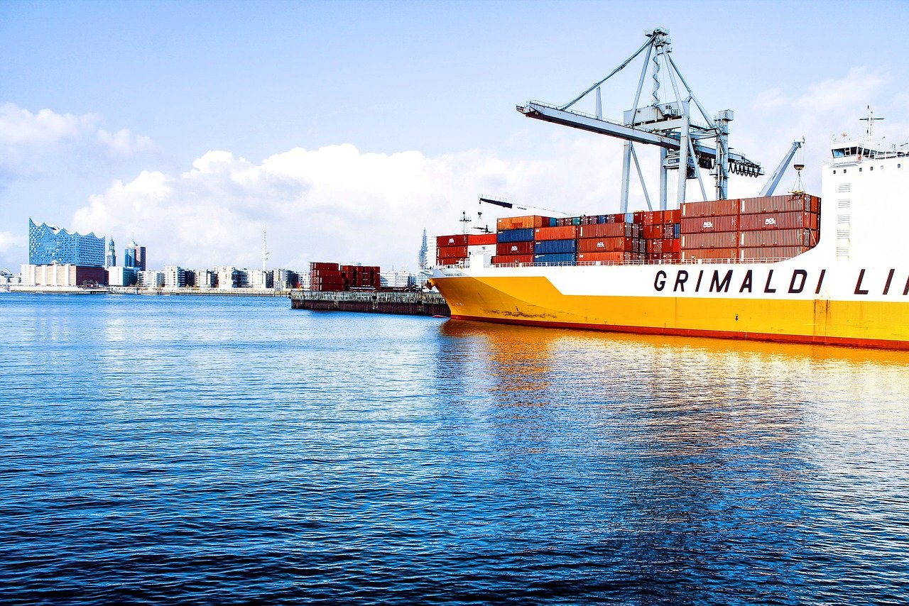 貨物船で輸入